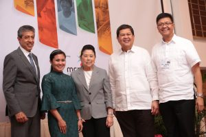 Citi Philippines CEO Aftab Ahmed (leftmost) and BSP Governor Nestor Espenilla, Jr. (2nd from right) led the launch ceremony. They were joined by (from left) CMA national winner Honie Navor, Philippine Daily Inquirer chairperson Marixi Prieto and MCPI chair Fr. Jovic Lobrigo.